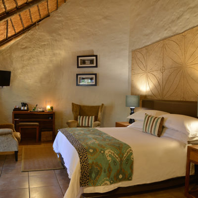 Comfortable thatch-roof rooms with luxury finishings.